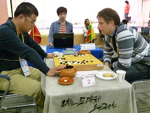 Giedrius Tumelis (right) playing Fu Li (photo: Toshiko Ito)